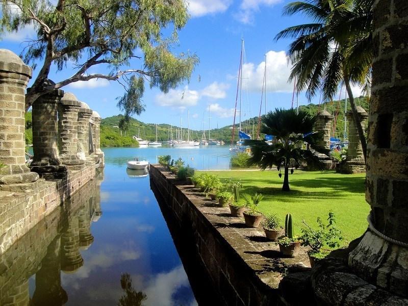 HOME > LIFE & STYLE > REIZEN Twaalf nieuwe sites op de Werelderfgoedlijst Gisteren om 15:00 door poj, flb Unieke plaatsen in de natuur of historische sites die het volgens UNESCO verdienen om beschermd te worden, krijgen de stempel van Werelderfgoed. Aan de lijst werden vandaag twaalf nieuwe sites toegevoegd. Een overzicht, van natuurpracht tot architecturale parels, ook in België. Tweet Delen Mail Print De oude dokken op het eiland Antigua in de Caraibische Zee dateren uit het koloniale tijdperk en werden nog gebouwd door Afrikaanse slaven in opdracht van de Britse marine. ZIEN. De bomen van de Big Apple IN BEELD. Engels stadje kleurt vier tinten blauw IN BEELD. Zeilreuzen in de Scheldestad IN BEELD. De mooiste dronefoto's ter wereld IN BEELD. De mooiste reisfoto's volgens National Geographic Dit zijn de mooiste stranden van de VS IN BEELD. Over water lopen met Christo IN BEELD. Gloednieuw Disneyland opent in Shangai Airbnb pakt uit met drijvend appartement IN BEELD. Dit zijn de mooiste stranden van Europa IN BEELD. Kleurrijke totempalen in de woestijn IN BEELD. Het grootste passagiersschip ter wereld IN BEELD. India door een blauwe bril IN BEELD. Een Champs-Élysées zonder auto's Langste glijbaan ter wereld opent in Londen De oude dokken op het eiland Antigua in de Caraibische Zee dateren uit het koloniale tijdperk en werden nog gebouwd door Afrikaanse slaven in opdracht van de Britse marine. Foto: Nicola & Reg Murphy