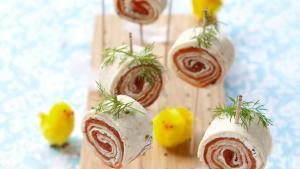Foto Tortillarol met kruidenkaas en zalm