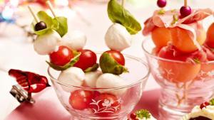 Foto Spiesjes met kerstomaat en mozarella
