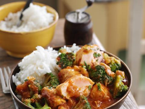 Curry de saumon au brocoli et riz basmati