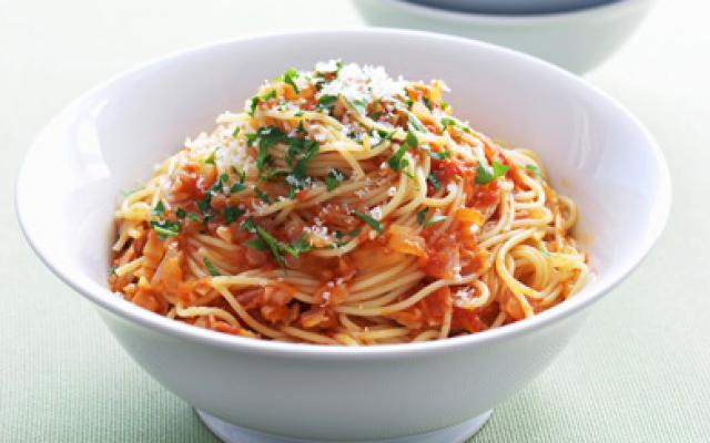 pasta tomatensaus maken