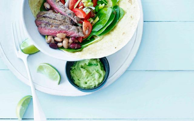 Mexicaanse steak met guacamole en bonenslaatje