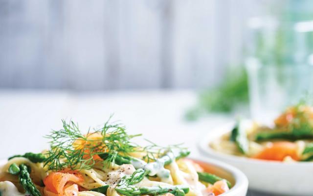 Pâtes au saumon fumé et aux asperges vertes