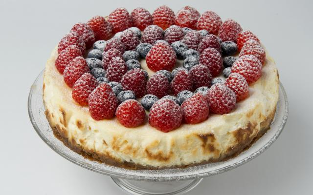 New York cheesecake met rode vruchten