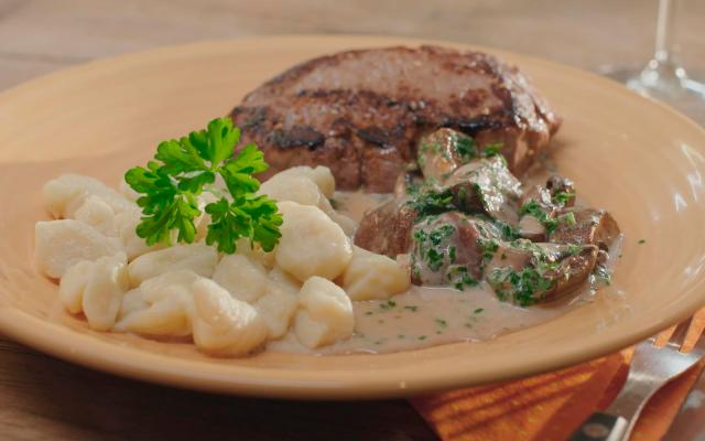 Steak met boschampignons en gnocchi