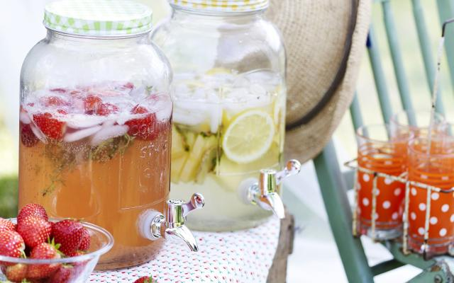 Limonade aux fruits rouges et au thym citron
