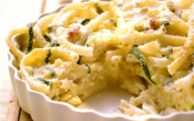macaroni met courgette en blauwe kaas - libelle lekker