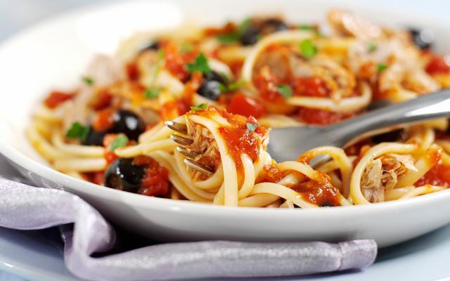 pasta met tonijn en olijven