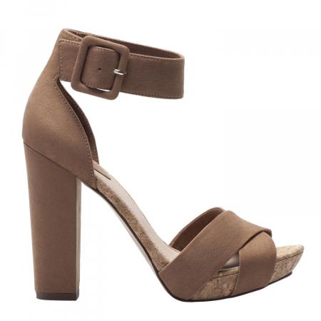 Sandalen met kurkhak – € 45,99