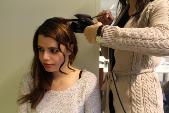 Cheveux attachés