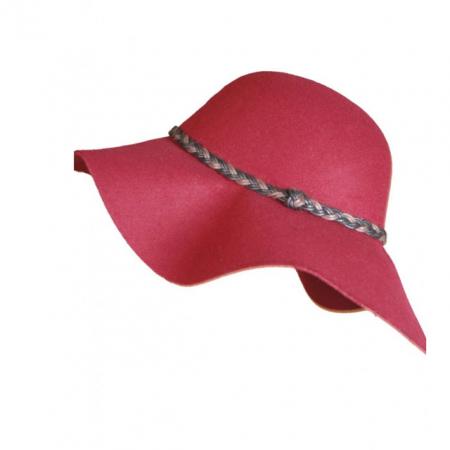 Un chapeau rouge