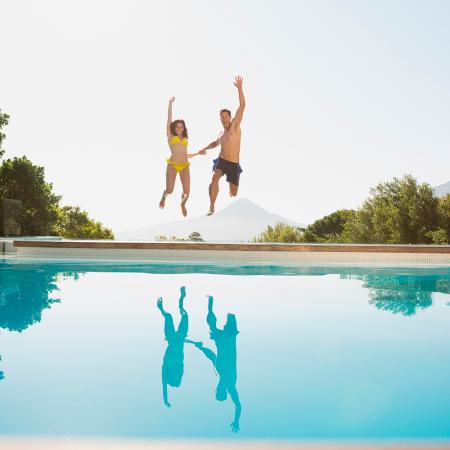 Sauter dans une piscine