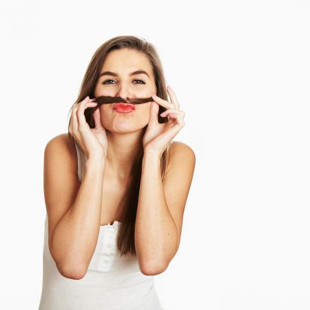 Faire une moustache avec ses cheveux