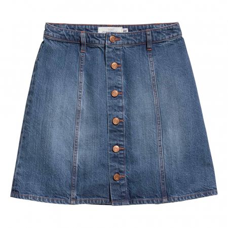La jupe en jeans boutonnée