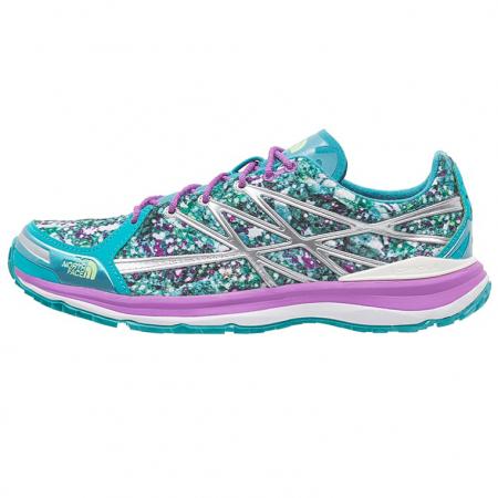 Blauw met paarse schoenen