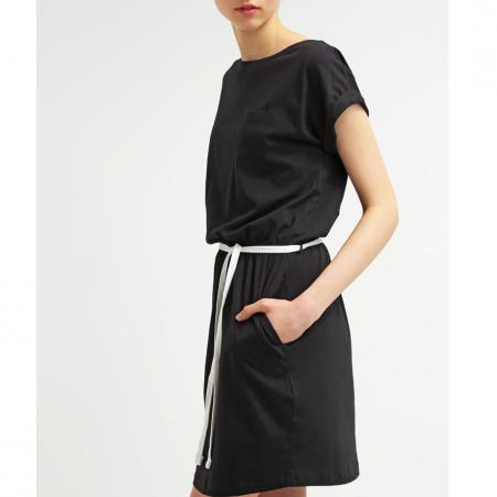 Zwarte jurk met wit lint