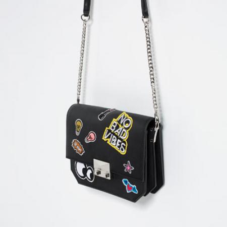 Zwarte tas met patches