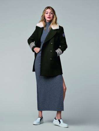 Marineblauwe caban met bontje + gestreepte jurk