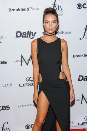 Emily Ratajkowski op de Fashion Media Awards
