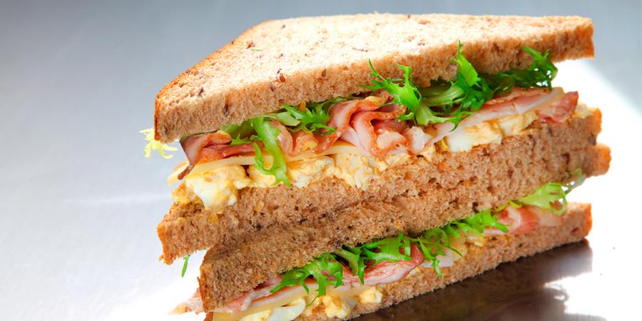 Des sandwichs achetés sur le chemin