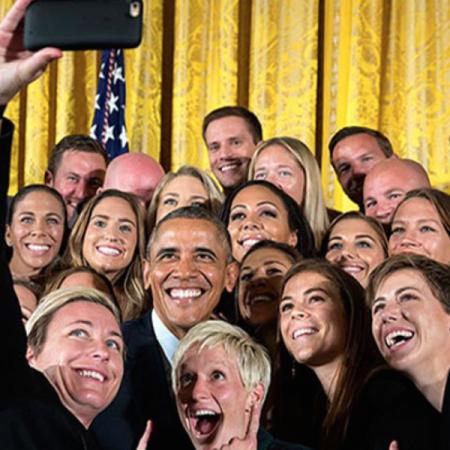 Un selfie avec l'équipe féminine de football