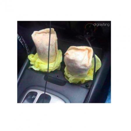 De geniale manier om burrito's in je auto te eten.