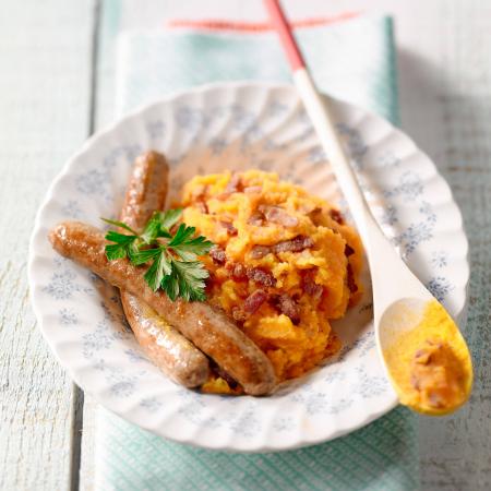 Donderdag: wortelstoemp met spekjes en chipolata