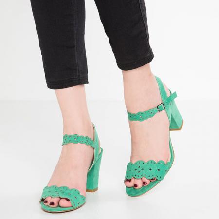 Sandalen met een kleine hak
