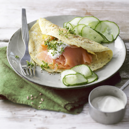 Donderdag: sesamomelet met zalm en yoghurtdip