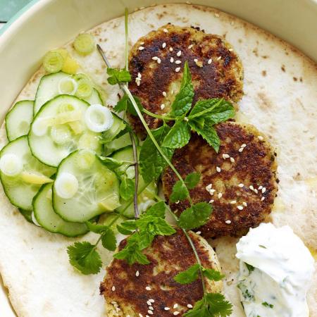 Dinsdag: kikkererwtenburger met komkommersalade