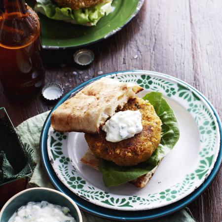Maandag: zoete-aardappelburgers met appelraita
