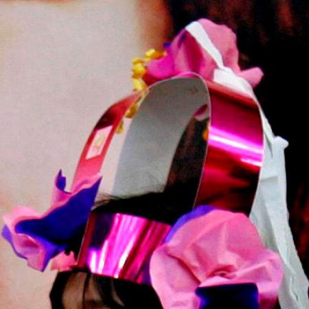 Op je verjaardag een kroonconstructie krijgen van de juf om 'u' tegen te zeggen