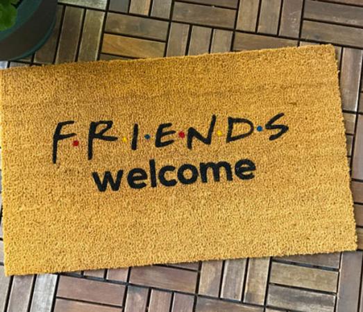 De deurmat die iedereen meteen welkom doet voelen. Etsy – 38,96 euro