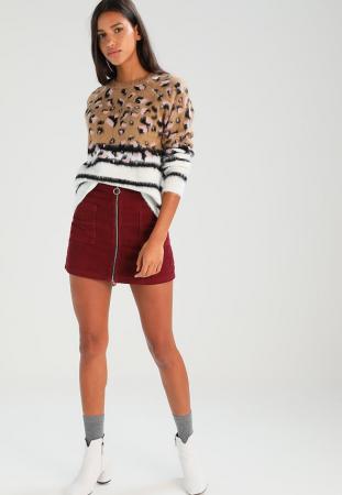 Pull duveteux à motif léopard et rayures