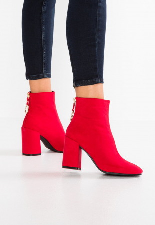 Rode enkellaarsjes
