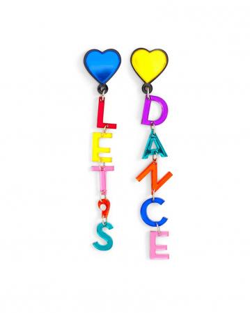 Oorbellen met opschrift 'Let's Dance'