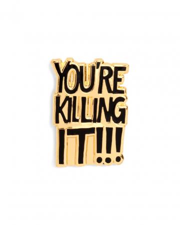 Goudkleurige pin met opschrift 'You're killing it'