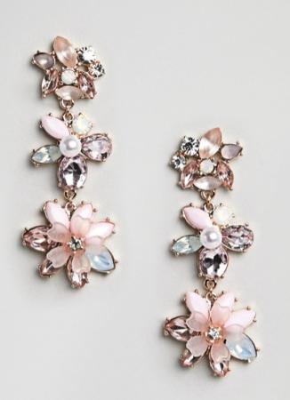 Pastelkleurige oorbellen met bloemen