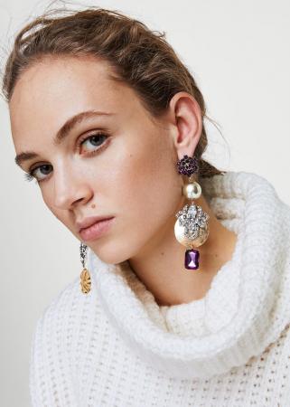 Goudkleurige oorbellen met paarse stenen