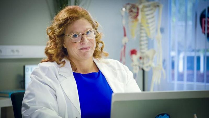 Nathalie Meskens als dokter Bea