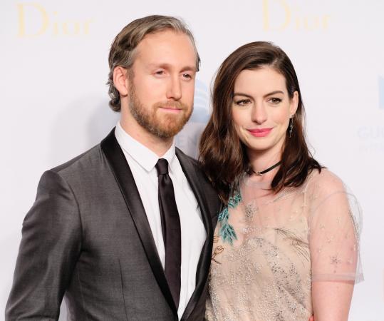 Adam Shulman (36) en Anne Hathaway (35)