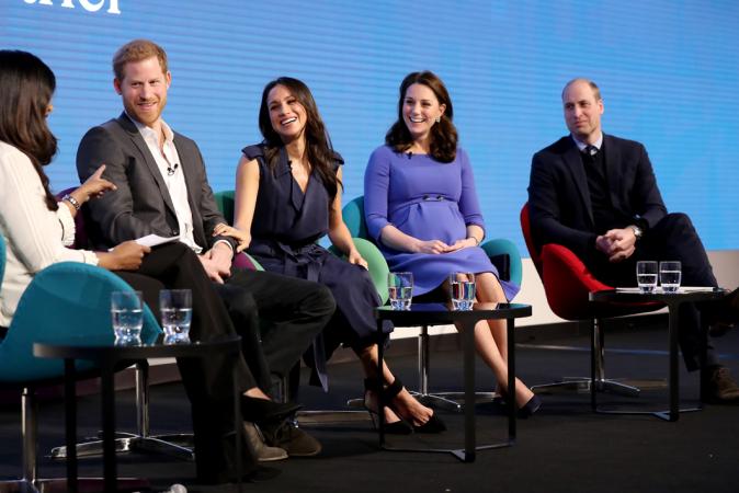 William, Kate, Meghan en Harry wonen het Royal Foundation Forum bij