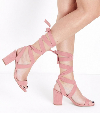 Pastel sandalen met lace-up detail