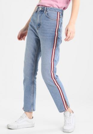 Jeans met rood-witte band op zijkant