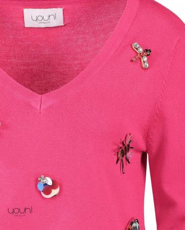 Pull fuchsia brodés d'insectes en bijoux