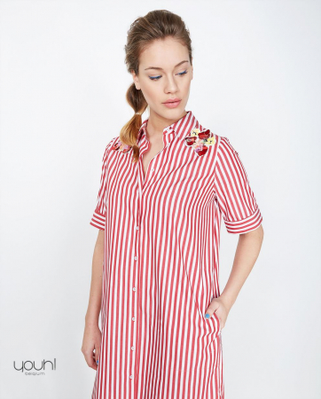 Robe chemise à rayures rouges et blanches & broderies florales