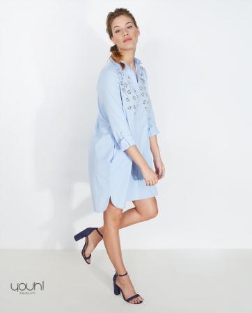 Robe chemise bleu clair à «pierreries»