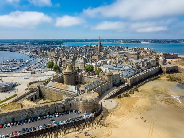 Arpenter les remparts de Saint-Malo