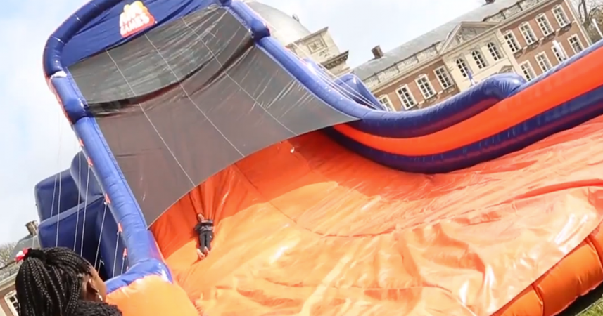 Sauter sur les châteaux gonflables des Air Games