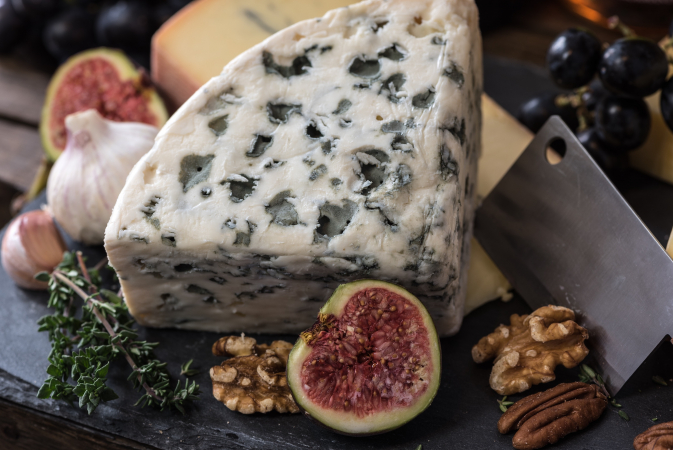Du fromage accompagné de crackers